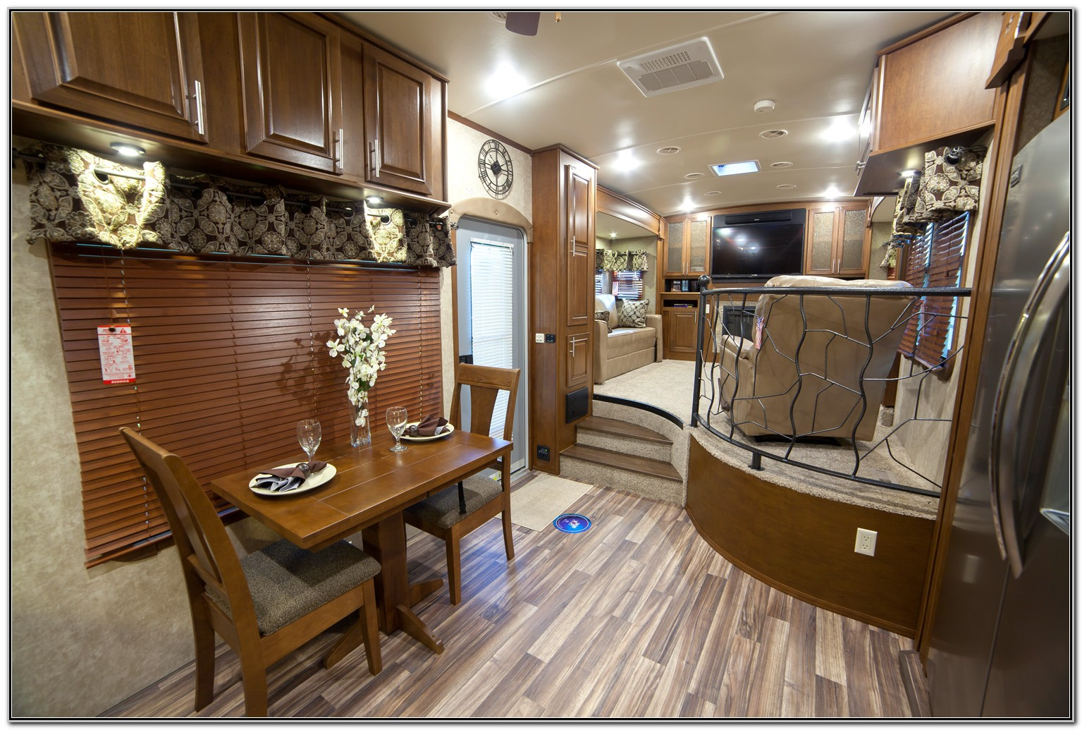 Front Living Room 5th Wheel Trailers