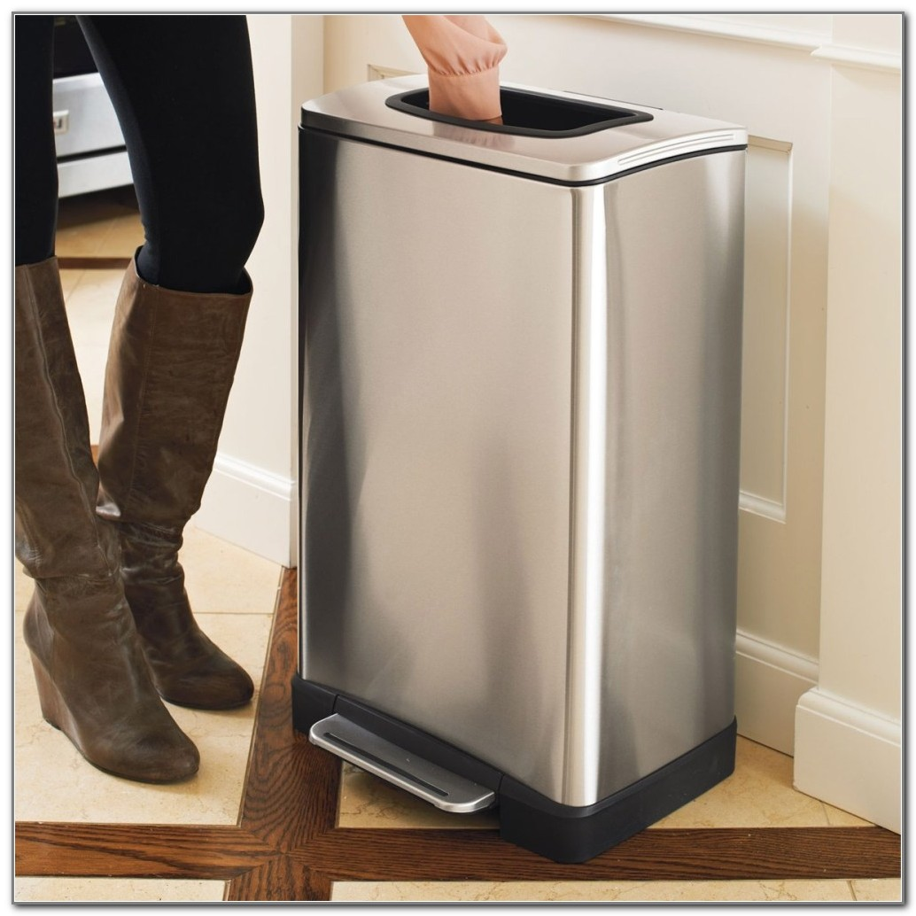 Rubbermaid Kitchen Trash Can With Lid