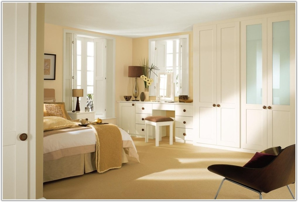 White Shaker Fitted Bedroom Furniture